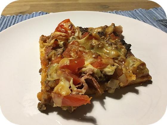Pizza met Gehakt, Spek en Tomaat