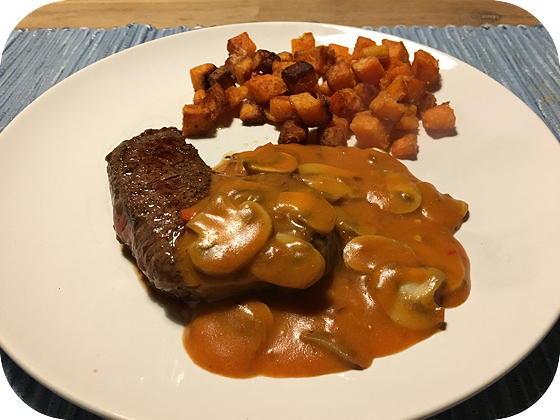 Biefstuk met Stroganoffsaus en Zoete Aardappelblokjes