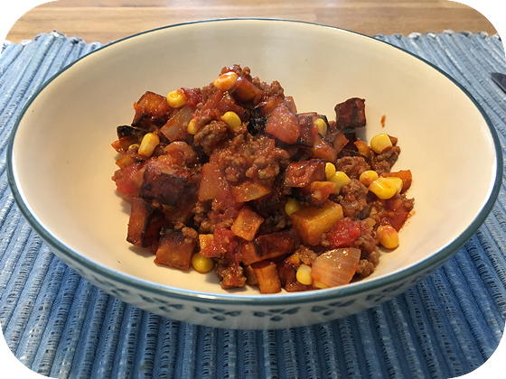 Zoete Aardappel met Gehakt, Maïs en Tomaat
