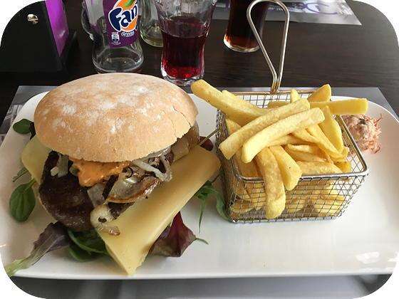 De Belevenis Veenendaal spicy luke hamburger