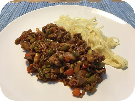 Mie met Gehakt en Macédoine de légumes