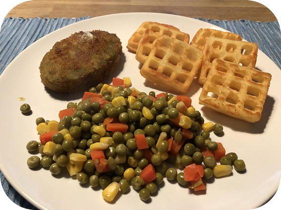 Spinazieburger met Aardappelwafels en Doperwten