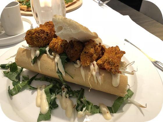 Lunchen bij Van Der Valk Hoorn chicken sandwich