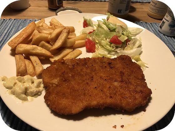 Duitse Schnitzel met Friet en Salade