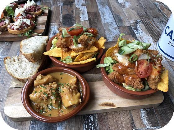 Tres Veenendaal saté en salade pikante kip