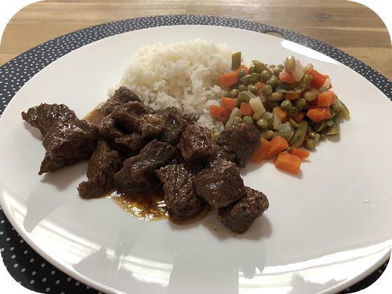Sambal Goreng Basa (licht pittig rundvlees)
