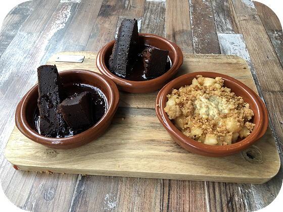 Lunchen bij Tr3s Veenendaal appelcrumble met vanilleroom Tony's Chocolonely brownie met chocosaus