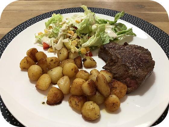 Biefstuk met Salade en Krieltjes
