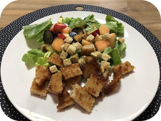 Salade met Vegetarische Krokante Schnitzels en Fruit