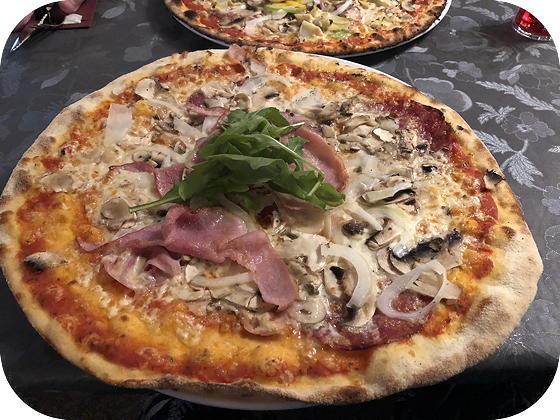 Pizza bij Isola Bella De Koog