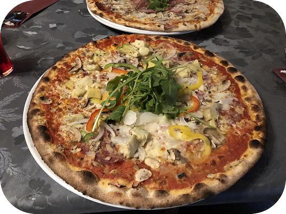 Pizza bij Isola Bella De Koog Pizza Quattro Stagioni