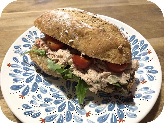 Broodjes van Bakker Floris Veenendaal broodje tonijnsalade