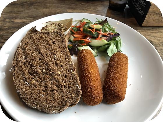 Lunchen bij de Waldhoorn in Otterlo kroketten