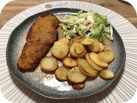 Schnitzel met Gebakken Aardappeltjes en Salade
