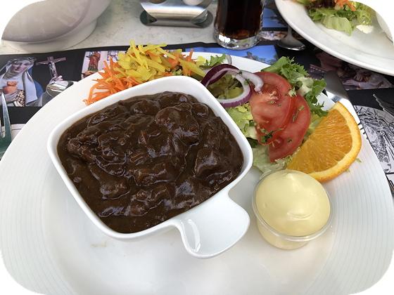 Driegangen bij De Zwarte Madonna in Vaals Limburgs zuurvlees