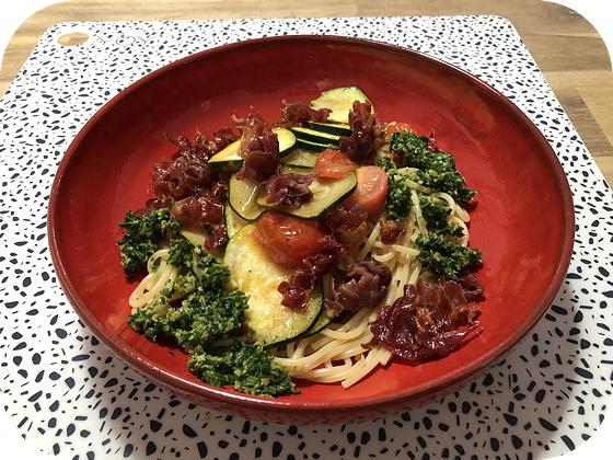 Spaghetti met Courgette, Cherrytomaatjes en Krokante Parmaham
