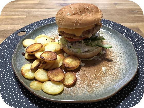 Broodje Kipburger met Cheddar en Tzatziki
