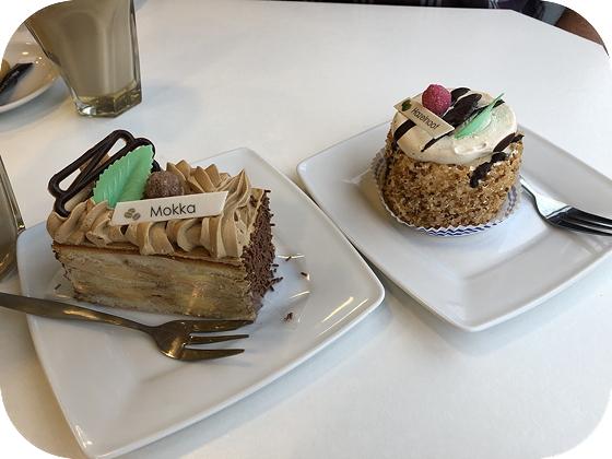 Taartje eten bij Bakkerij Everaers in Renesse