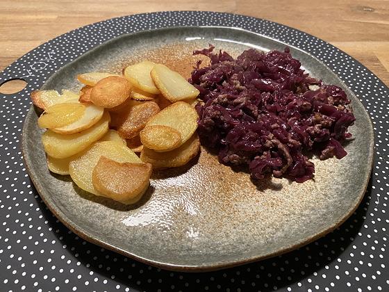 Rode Kool met Gehakt en Aardappelschijfjes