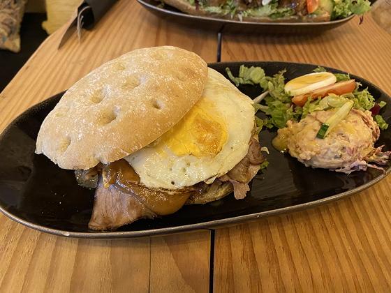 Brasserie de Kraai Renswoude broodje warm vlees