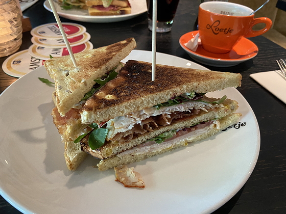 Lunchen bij Loetje in Gorssel clubsandwich kip