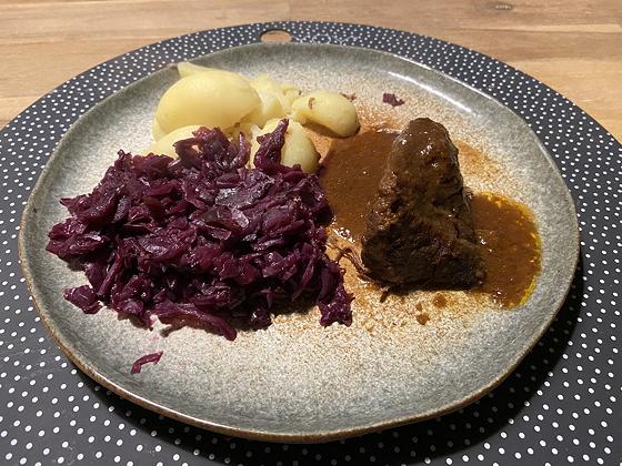 Rode Kool met Aardappels en Draadjesvlees
