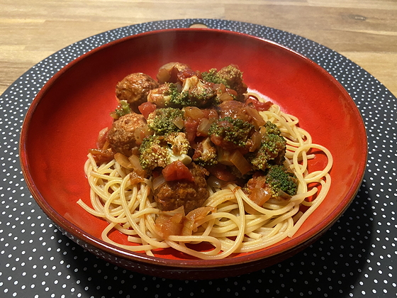Spaghetti met Broccoli en Notenballetjes