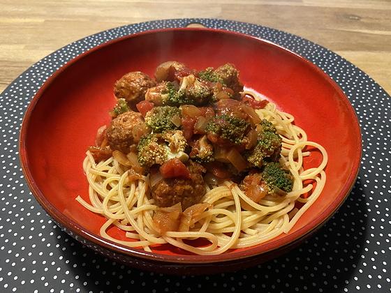 Spaghetti met Broccoli en Notenballetjes
