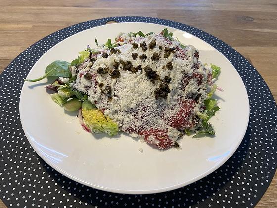 Afhaal-driegangendiner bij Bite Veenendaal carpaccio salade
