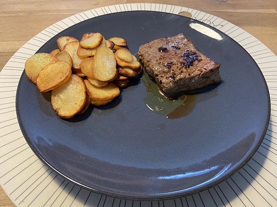 Biefstuk met Aardappelschijfjes en Salade