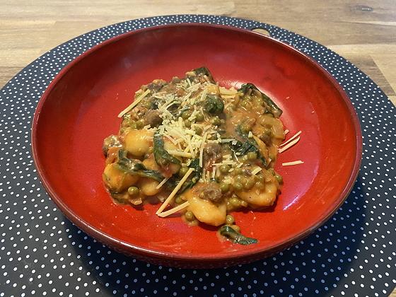 Eenpansgerecht Gnocchi met Spinazie, Doperwten en Worst