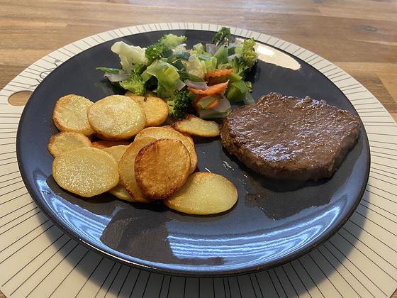 Biefstuk met Gebakken Aardappeltjes en Gemengde Groente