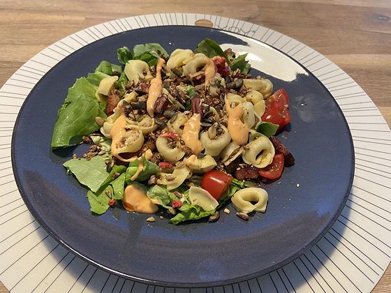 Salade met Tortellini, Spekjes en Granola