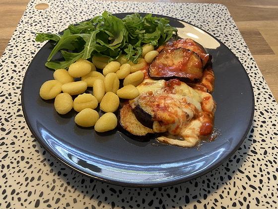 Vega:Aubergine met Tomatensaus uit de Airfryer