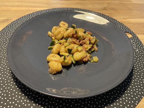 Gnocchi met Spek en Courgette in Kruidenboter