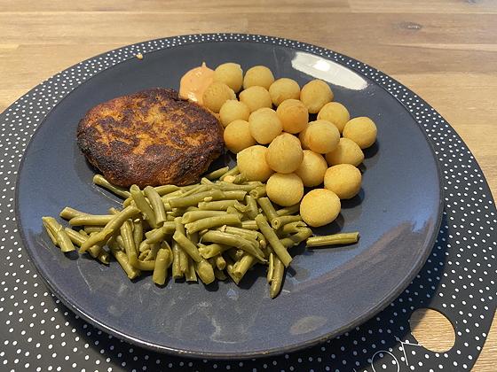 Groenteburgers met Sperzieboontjes en Aardappelbolletjes