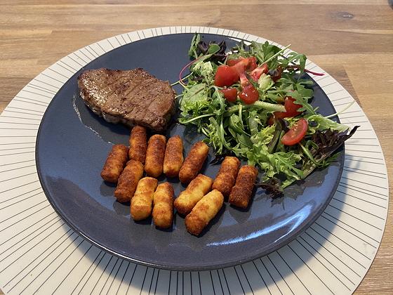 Biefstuk met Aardappelkroketjes en Salade