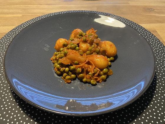 Curry met Aardappeltjes, Doperwten en Wortel