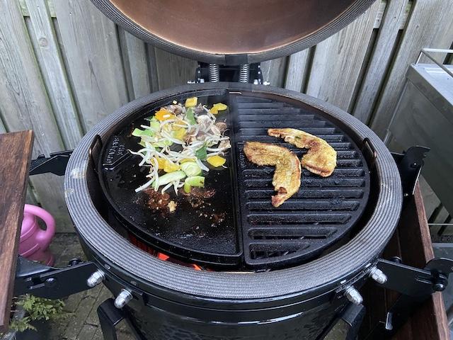 Barbecue speklapje kamado