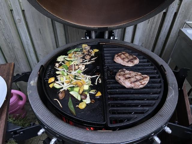 Barbecue biefstuk kamado
