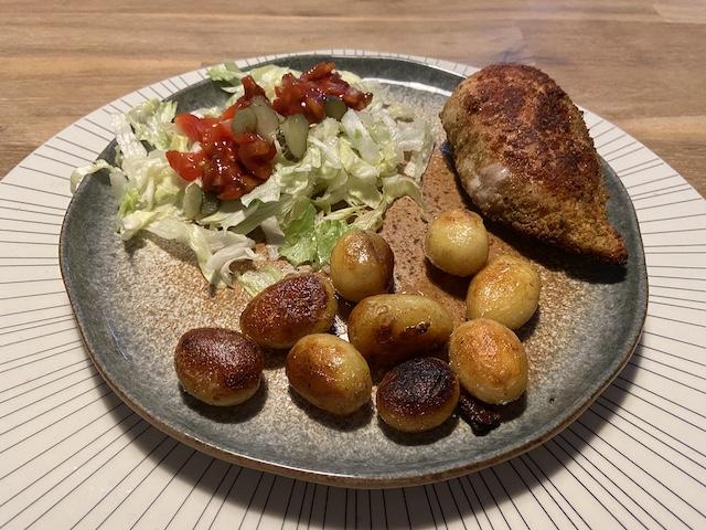 Gevulde Kipfilet met Krieltjes en Salade