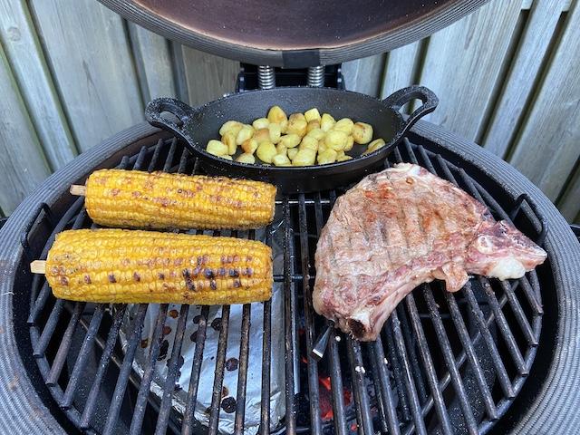 Kalfskarbonade met Mais van de Barbecue