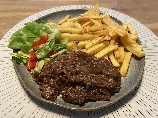 Zuurvlees met Friet en Sla