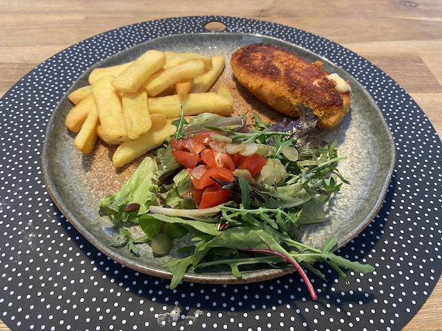 Kip Cordon Blue met Salade en Vlaamse Friet