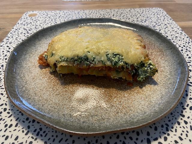 Lasagne met Spinazie en Kipsaucijs van de BBQ