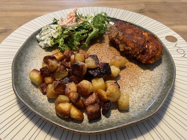 Kipsatéschnitzel met Aardappeltjes en Salade