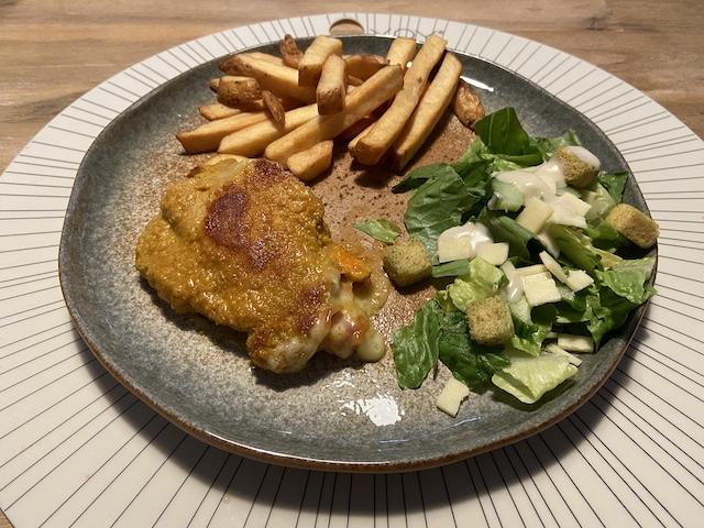 Cordon Bleu met Friet en Salade
