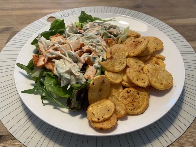 Salade met Italiaanse Aardappelschijfjes uit de Airfryer