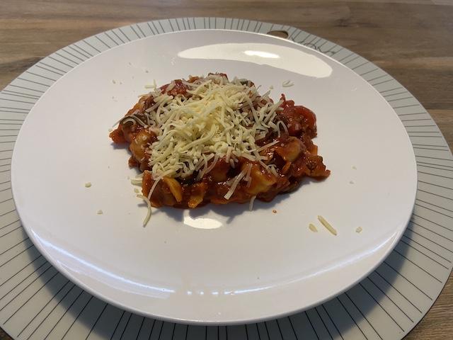 Tortellini in Tomatensaus met Courgette en Gehakt
