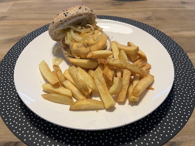 Broodje Hamburger met Friet